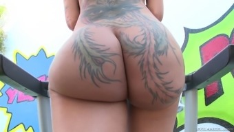 Inked chicken Bella Bellz loves anal passage only along with a lot of oil