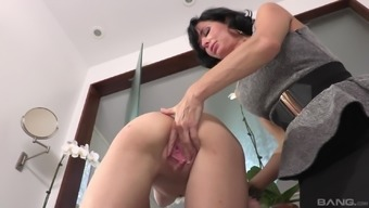 Veronica Avluv lets brown chicken Cece Capella eat her pussy