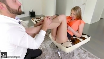 shawna lenee gets her bald pussy licked and tapped