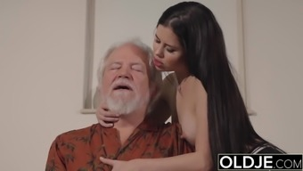 Teen Interrupts Grandpa from This type of fitness And Stinks his Joystick stormy and difficult
