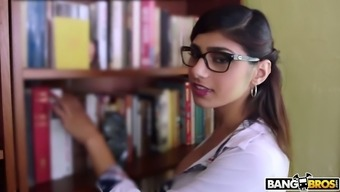 Nicely pattern Mia Khalifa deserves in order to get her moist Lebanese clit fucked puppy