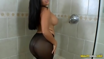 watch the jaw joint dropping curves of missy complexness