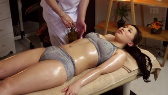 Sizzling Japanese milf upon the rubdown table for pointer fucking