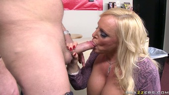 Plump blonde cougar Alexis Lucky gives blowjob and gets her crimson licked
