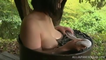 Cute Japanese people Toddler Needs a Pleasant Tub Open air Within the Elegant Legend