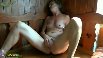 Age ladies Vendi is playing with her pussy in the sauna