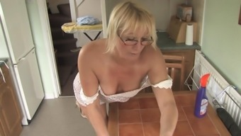 Mom blond Melissa indicates her booty