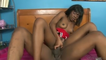 Chocolate colored cheerleader takes BBC with her muffin