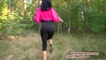 GEILE EBONY Youngster MIT Excess weight PUSSY PISST PUBLIC IM WALD
