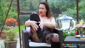 EuropeMaturE Heated Busty Riff Lady Playing Alone