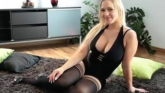 Warm Blond Dildos Herself to really Squirts Like Torture - 365cams.world wide web