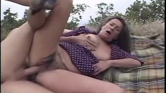 Perverted a bit plump mature whore Agnes gives BJ and gets nailed outdoors