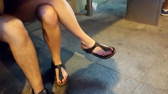 her crossed legs, sexy feets hot red toes