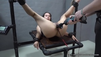 Object girl gets fucked by the machinery