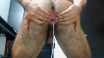 Muscle tissues the spanish language chunk shows his hairy booty on cam