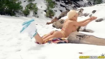Nothing makes Luna Professional pleased like getting her clit defeated outdoors
