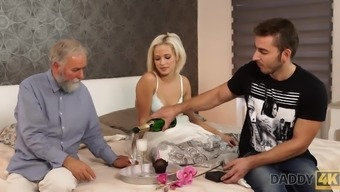 Gorgeous blonde embarks morning time sexual intercourse with the use of handsome daddy