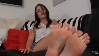 Geeky amateur slut craving hot jizz between her sexy toes with exotic nail polish