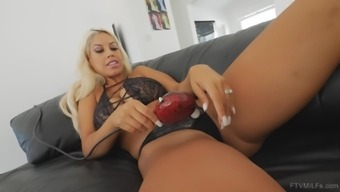 Bridgette makes herself cum with a vibrator on her clit