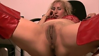 Solo hottie Naomi moans loudly while rubbing her tight vagina