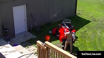 Unabashed Naked Webcammer Its Cleo Fucks Her Tight Asshole In The Back Yard