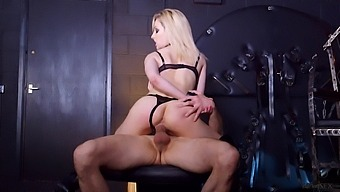 Cougar babe handles the cock in perfect BDSM