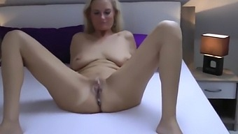 Adorable Mature Wife Loves Morning Creampie With Her Ex