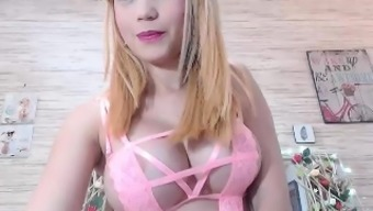 Big tits amateur Alexis Adams cums on top of her large glass things