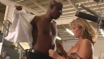 Most desirable technician booty fucks a white woman in the garage