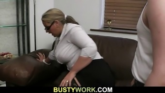 Hot plumper spreads her legs at once