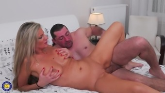 Members of the family sexual intercourse experiences by using busty females