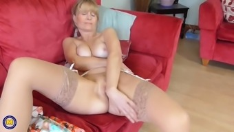 Mature Uk housewife Jane with the use of hungry vaginal canal