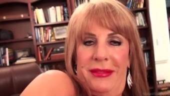 Slutty blond Rae Hart mature dreams of requesting and entertaining her pansy vid