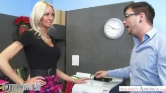 MILF Emma Starr seduces her colleague - Lively Workplace - Lively America