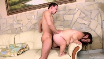 Luggage Lola feeds her unshaved pussy with stranger's long pecker